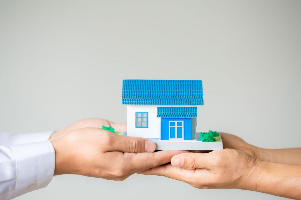 a moneylender supports a borrower in protecting his house with a bridging loan